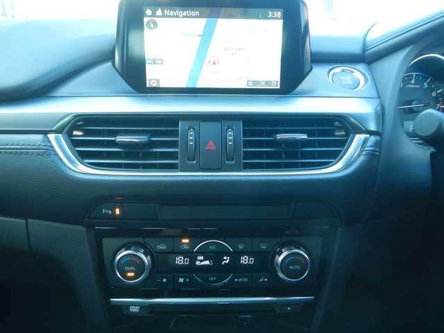 エアコンは車内快適なオートエアコンです。