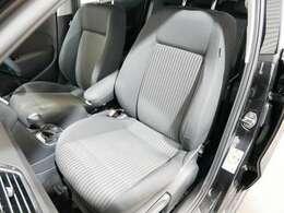 専用スポーツシート☆ご来店のご都合がつかない方は、お勤め先・ご自宅等ご指定の場所へ車輌をお持ちいたします☆