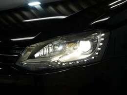 オプション LEDポジション付キセノンヘッドライト(ヘッドライトウォッシャー付)☆関東最大級のAudi・VW専門店!豊富な専門知識・経験で納車後もサポートさせていただきます☆