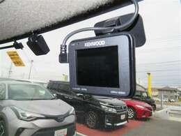 【ドライブレコーダー】装備。映像と音声を記録してくれるドライブレコーダーは、事故の際に確かな証拠能力を発揮してくれます。