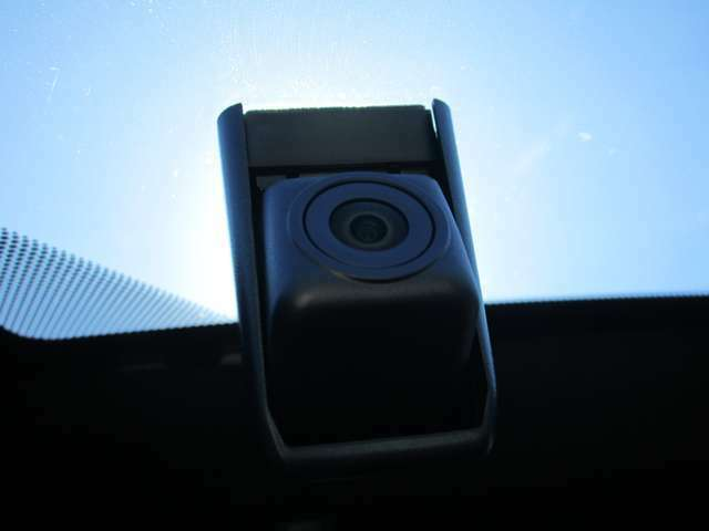 最近では必需品のドライブレコーダーも付いています!