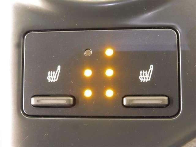 運転席・助手席にシートヒーターを装備!冬に嬉しい装備です。
