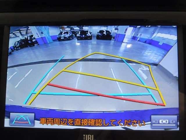 純正SDメモリーナビを搭載。詳細地図も入っているので、初めて行く場所でも道に迷うことなく安心です。車両後方の様子をカメラで確認できるバックガイドモニターを装備。地デジフルセグチューナーを内蔵。