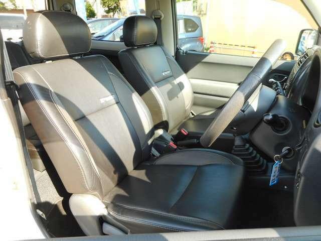 特別仕様車の魅力でもある専用シートです。