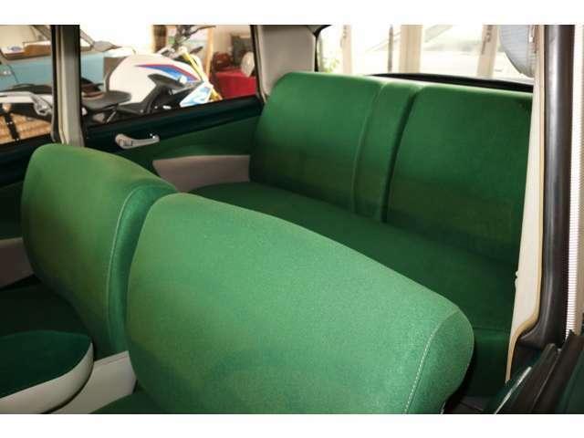 内装は張り替え済み。上質な座り心地です
