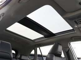 【 パノラマムーンルーフ 】開放感溢れる空間でドライブを楽しみませんか?