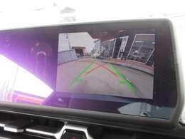 純正ナビ付き♪ 大画面のガイド線付バックカメラで駐車も安心ですね♪ フロントカメラ&前後コーナーソナー付きで駐車の不慣れな方でも安心ですね♪