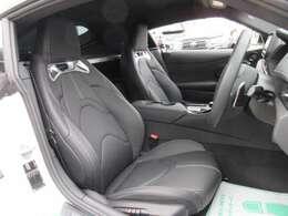 専用インテリア&専用ブラック本革スポーツシート付♪ ホールド性の高い、スポーツシートになります♪ 長距離ドライブや、スポーツ走行をサポートしてくれます♪