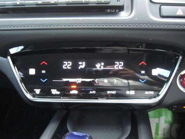 タッチパネル式のエアコン操作パネル、運転席、助手席シートヒーター付き