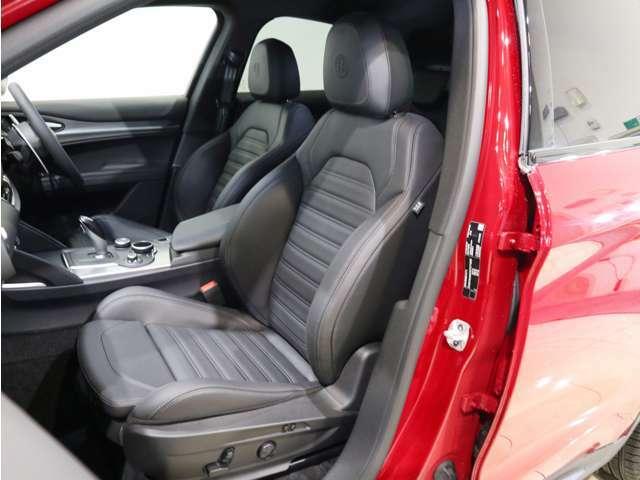 パワーシート、シートヒーター標準装備!レザーの質感が良く、お体をしっかりサポートしてくれます!