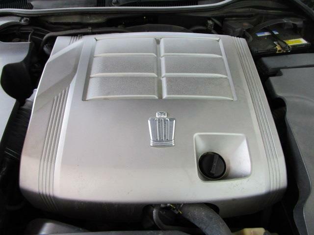 カタログ燃費12.0Km/l V型6気筒215馬力エンジン!