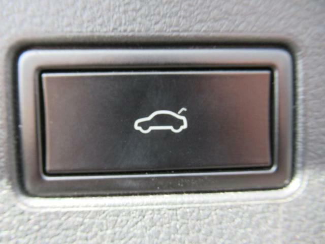 (パワーテールゲート)リアゲートの開閉が電動で出来ますのでお買い物の際などの負担軽減に繋がります。グレードにより開閉の制御が異なりますので、詳しくはスタッフまでお問い合わせ下さいませ。
