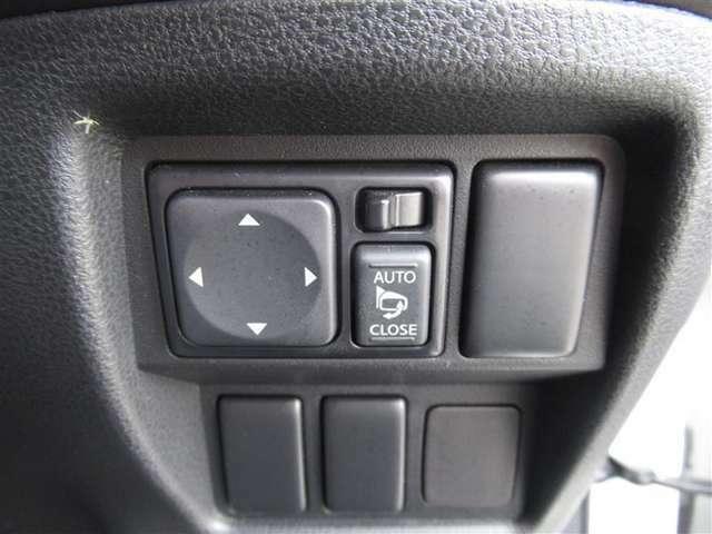 電動格納式ドアミラーです♪電動でミラーの角度をお好みで変えることができます♪また、狭い駐車場などで、電動で折りたためるので、便利ですね♪