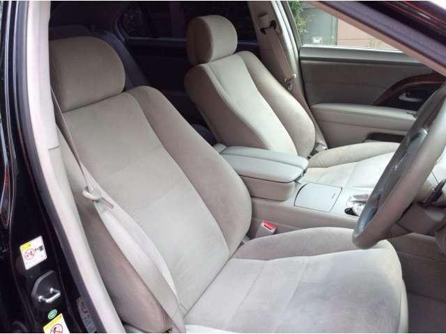 パワーシートももちろん装備。そしてシートの造形が良く疲れにくく」着座姿勢がキープされます。