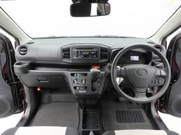 新設計のフロントシートにより圧迫感のない頭上空間と 前方視界が広がりました。