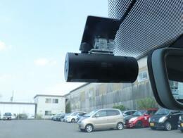 VolksWagen純正のドライブレコーダーが付いております。(通常録画+駐車監視録画ができるようになっております。