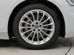 メーカーオプションのオールホイールステアリング   後輪のステアリング機能の追加でハンドリング性と取り回しを向上。