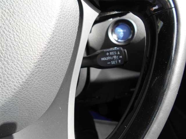 クル-ズコントロ-ル付き!お好みの速度を設定すると、アクセルを踏まなくても自動走行しますΣ(・ω・ノ)ノ!!ブレ-キを踏めば、簡単に解除!高速道路の走行に♪