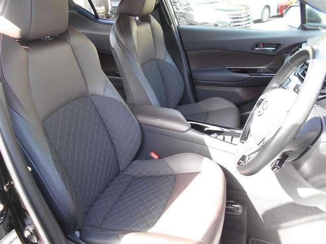 運転席はドライバーの居心地や運転の快適性を左右しますね、クリーニング済で汚れのない席で気持ちよく使用してください。