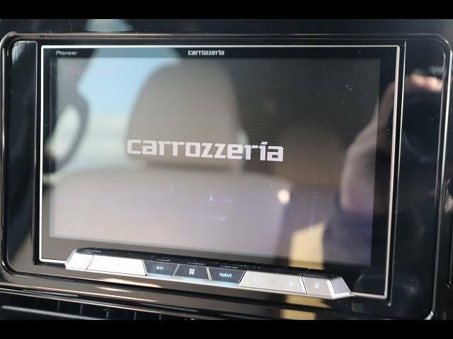 カロッツェリア8型さサイバーナビナビを装備。フルセグTV、ブルートゥース接続、DVD再生可能、音楽の録音も可能です。