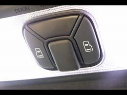 今やミニバンの定番装備の「両側電動スライドドア」を装備しています。