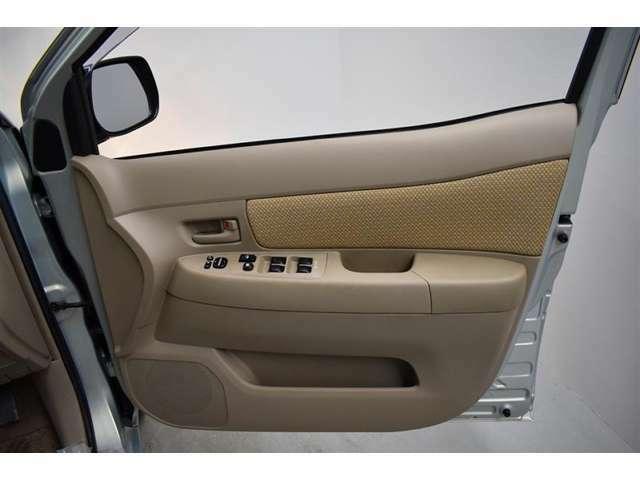 運転席ドア。除菌、消臭済です。