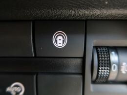 【e-アシスト】走行中に前方の車両と歩行者を認識。衝突の危険が高いと判断した場合に警報や緊急ブレーキで衝突回避や衝突時の被害を軽減。さらに車線逸脱警報・前後誤発進抑制機能もセットで装備!
