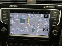 スマートフォン感覚で使いこなせるタッチディスプレイや、自然な対話で目的地を設定できる音声認識機能に対応したAVナビゲーションシステムです。ETC2.0と連動したリアルタイム交通情報も受信します。