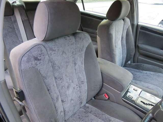 このお車は電動シートなので、機械式と違い細かい調整をすることができます!