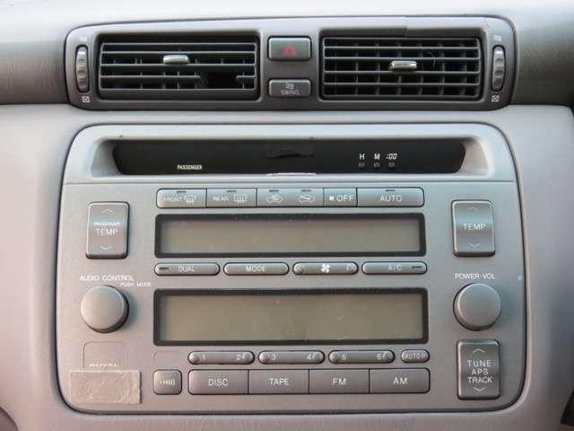 オートエアコンなので簡単設定であとは自動で調整♪運転席側と助手席側で別々の温度に設定することができます!