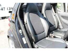 運転席は 艶・張り共にしっかりしており、好感の持てるコンディションです♪ブラバス専用シートでございます♪