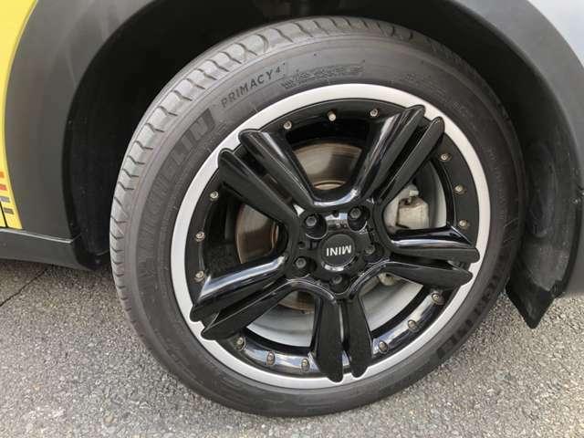 18インチブラックアルミ装備!タイヤ溝充分ございます