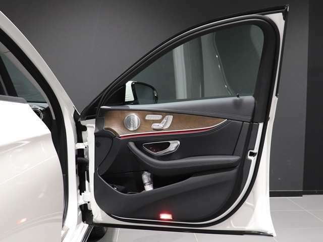 【ブルメスターのサウンドシステム搭載】ブルメスター(Burmester)とは、ドイツ生まれの高級オーディオブランドです。車内の音響が素晴らしいと、ドライブ中の音楽選びも楽しくなりますね!
