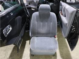 【 内装 】座席の椅子を外して隅々まで綺麗に清掃しております。