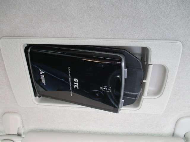 スマートインETC付き。運転席のサンバイザーの裏にすっきり隠れております。
