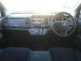 機能性が特徴の運転席まわり、視認性がイイ メーターとスイッチまわり。