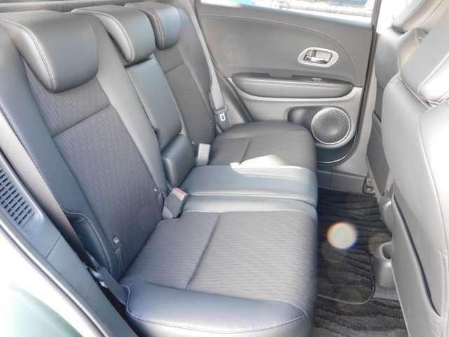 リアシートの画像です!ご購入時の純正用品のお取付ならお車の保証と同じく5年保証までお選び頂けます!社外の用品もお安くお取付いたします!修理もお安く、頑張らせて戴きます♪