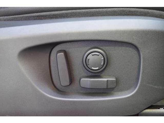 3人までのシートポジションを記憶できるメモリ機能付き電動シート♪シートポジションを記憶していれば誰が乗っても元のシートポジションへボタン一つで戻せます♪