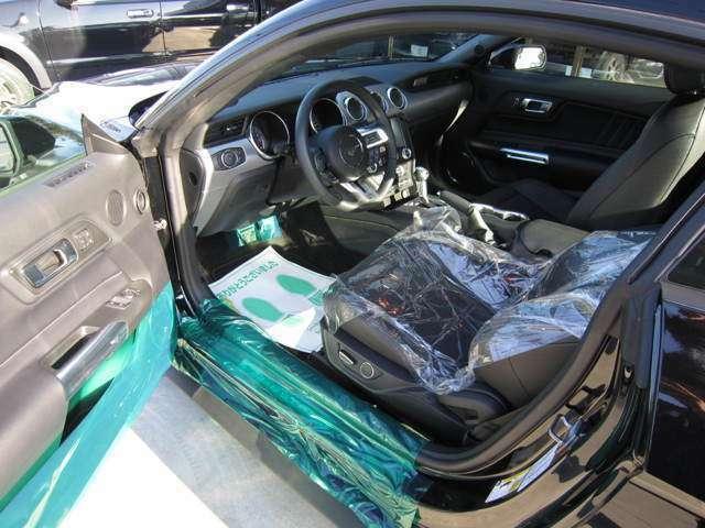 インテリアは、ブラックで統一されており、クロスバケットシート(レザー、ヒーター&ベンチレーション付)となっております。