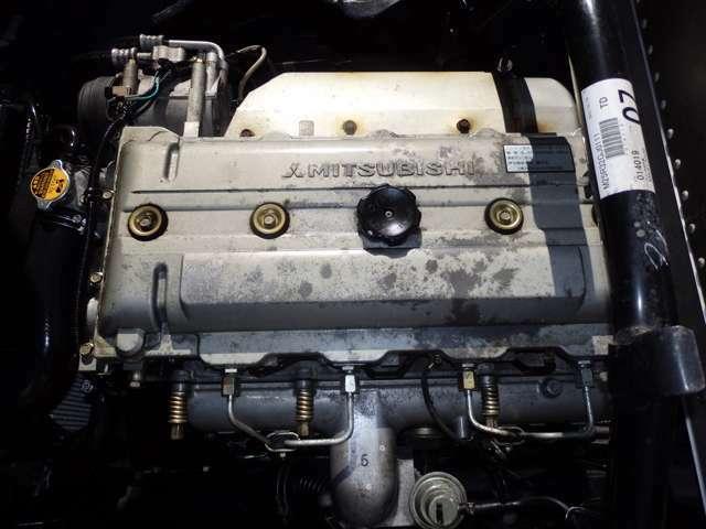 手入れの行き届いたディーゼルエンジンです。排気量は5,200ccでパワフル走行が可能です。型式は【KK】となっております