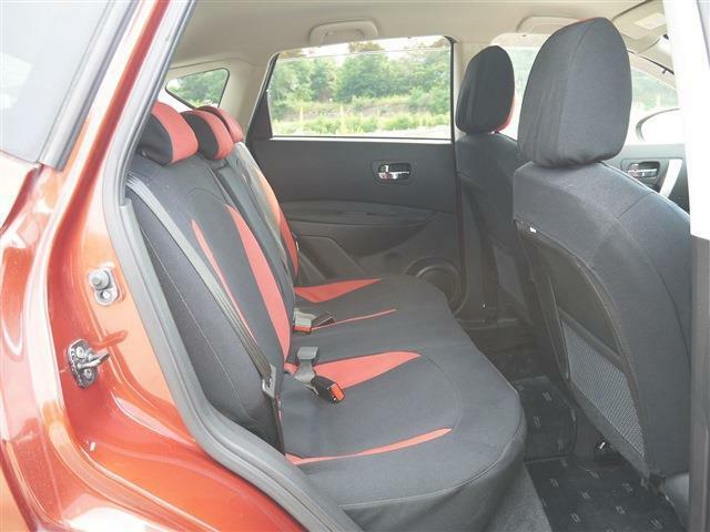 ●後席右● 乗ることの少ない場所?!後席に乗る頻度が低い方は運転席、助手席の居住空間を重視するのもありですよ!