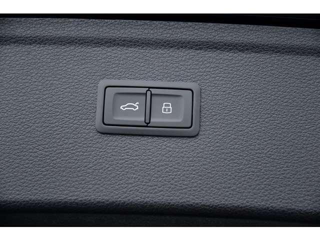 ワンタッチで自動開閉するオートマチックテールゲート。開いた時の高さを任意に設定できる機能付も備えています。