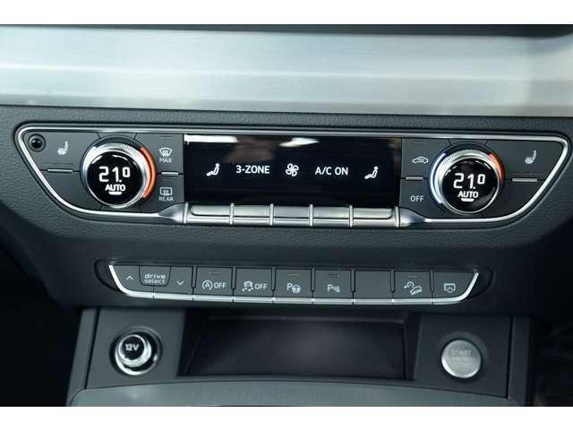 オートマチックエアコンディショナーの機能に加え電動で運転席、助手席の温度を個別に設定可能。加えて後部座席の温度を調整できるエアコンのコントローラーをセンターコンソールに装備。