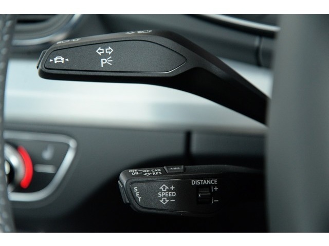レーダーが前走車との距離を一定に保ち設定速度をキープするACCと走行時にウインカーを起動せずに車両がレーンをはみ出しそうになると、自動修正し車線内に留まる様アシストするレーンアシスト搭載車両