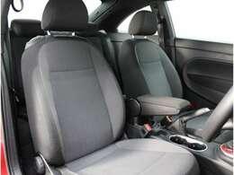 座り心地の良いシートで長距離ドライブも楽々です!