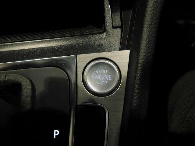 PUSHスタート装備。ボタン1つでドアロックとエンジン始動が可能です。