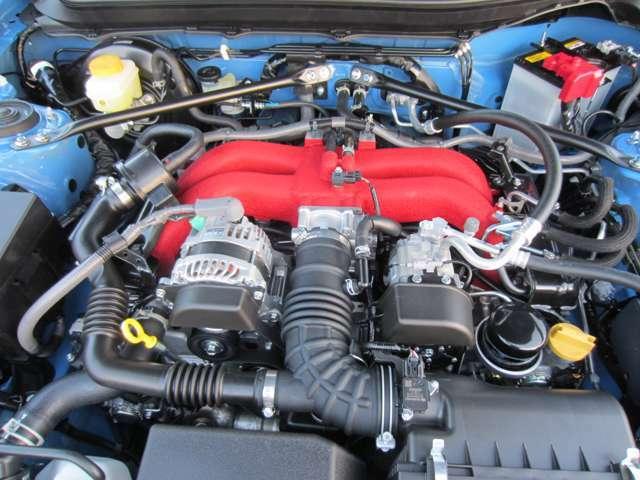 スバルの低重心水平対向NA2000ccエンジンを搭載しています。