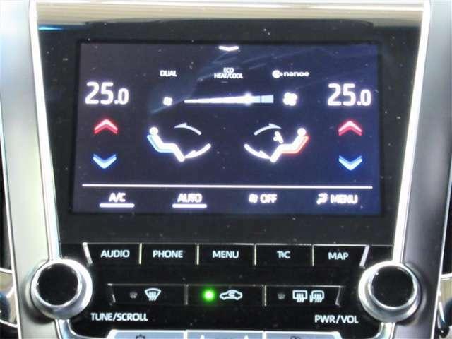 エアコンはデュアルエアコンになっています。体感温度の違いにも配慮した優しい機能ですね
