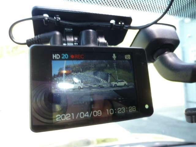 ドライブレコーダー!曖昧な記憶より確かな記録でトラブルの抑止になります。