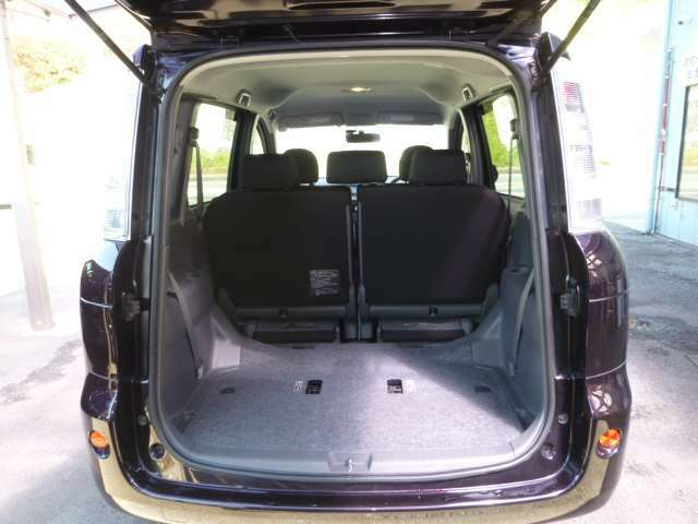 サードシートを収納すれば更に広々したスペースは多目的に活躍します。